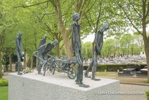 Pere La Chaise Statue-3